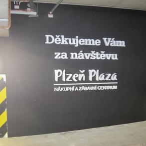 3D písmo - výjezd z garází OC Plaza Plzeň