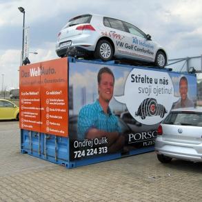 reklamní plocha na kontejneru pro Porsche Plzeň