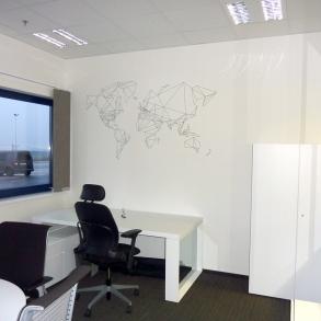 designové prvky do interiéru - polep stěn řezanou grafikou