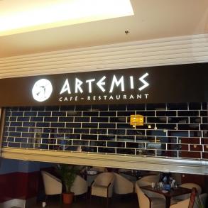 světelná reklama restaurace Artemis v OC Plaza